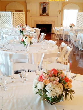 Whites and peaches in a romantic wedding.